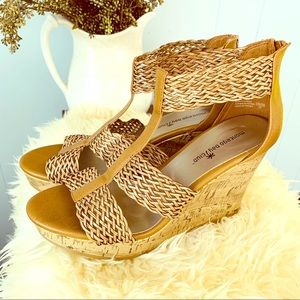 Gorgeous MONTEGO BAY leather-look wedges!